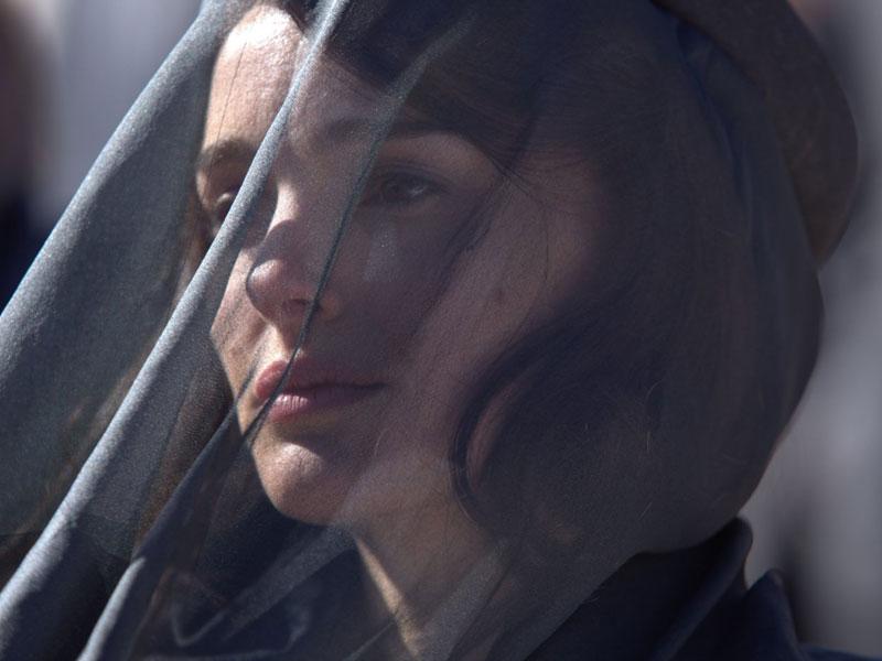First look at Natalie Portman in Jackie
