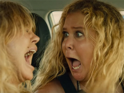 Amy-Schumer-and-Goldie-Hawn-in-Snatched