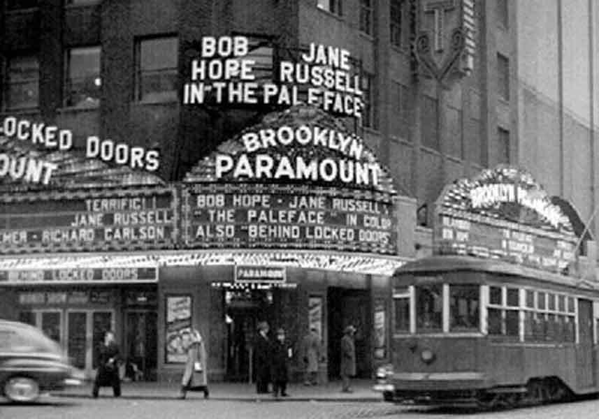 The-Paramount-Theatre,-Times-Square,-Manhattan-in-1948
