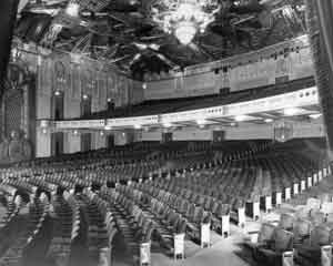 The-lavish-interior-of-the-'picture-palace'-RKO-Pantages-Theatre-in-Hollywood