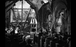 The-vicar-delivers-his-sermon-in-Mrs.-Miniver(1943)