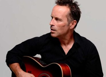 Review: Mark Seymour and the Undertow, 'Roll Back The Stone – 1985-2016'
