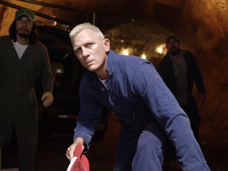 007 takes to NASCAR in Logan Lucky