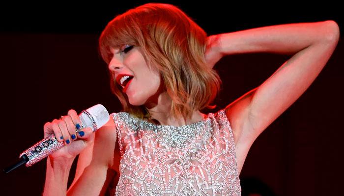 Taylor Swift mic