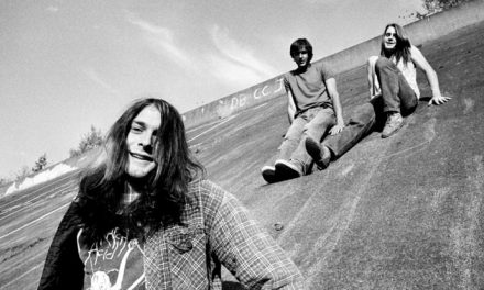 Nirvana plug into Radio Shack – 1988 video unearthed