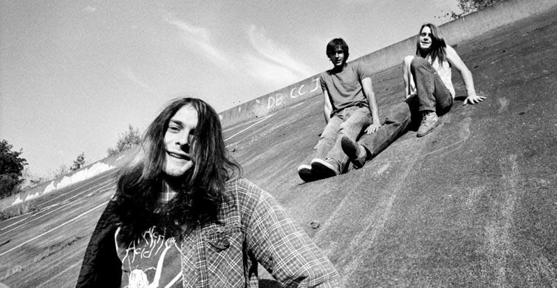 Nirvana plug into Radio Shack – 1988 video unearthed