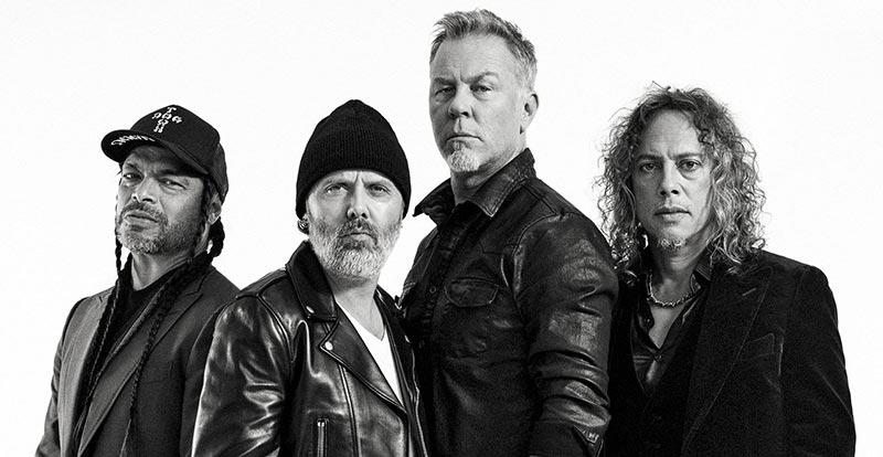 Metallica 'Don't Look Back in Anger' in Manchester