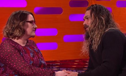 Jason Momoa flirts in Dothraki?