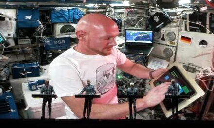Kraftwerk duet on 'Spacelab' live from space!