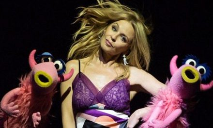 "Kylie does ""Mahna Mahna' with The Muppets"