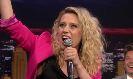 Kate McKinnon raps – in Hungarian!