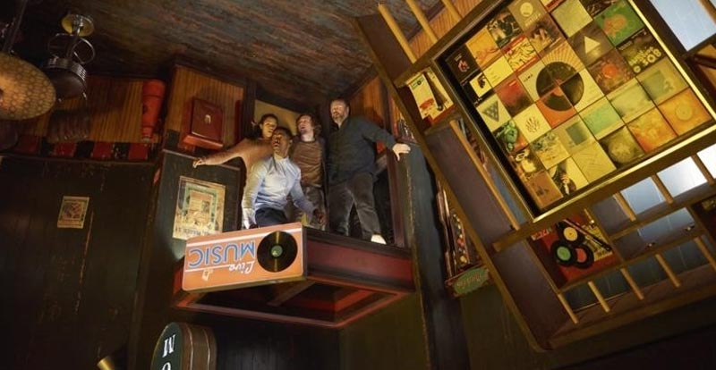 Find The Clues Or Die In Escape Room - STACK