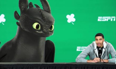 How to Train Your Dragon's Toothless crashes ESPN presser