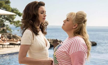 Anne Hathaway and Rebel Wilson do The Hustle