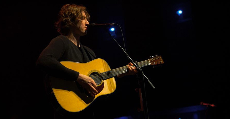 Watch Dean Lewis hold The Forum in the palm of his hand