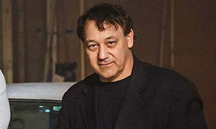 Horror head Sam Raimi to direct again