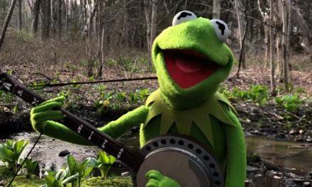 Kermit revisits 'Rainbow Connection'