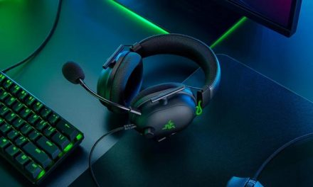 Playing with the Razer Blackshark V2 wired headset