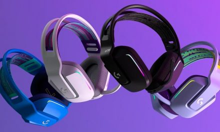 Playing with the Logitech G733 Lightspeed RGB gaming headset