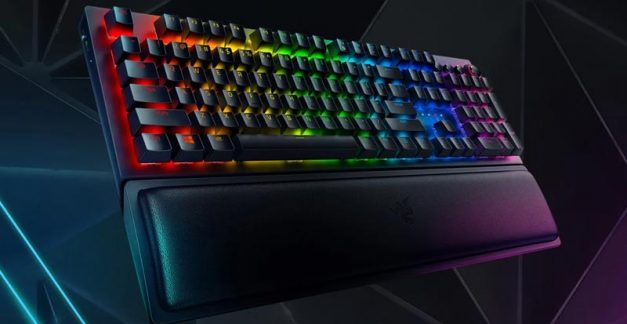 Playing with the Razer BlackWidow V3 Pro wireless gaming keyboard