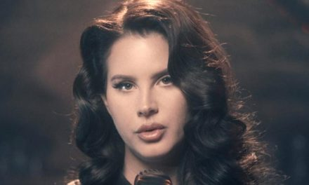 Lana Del Rey set for a blue period