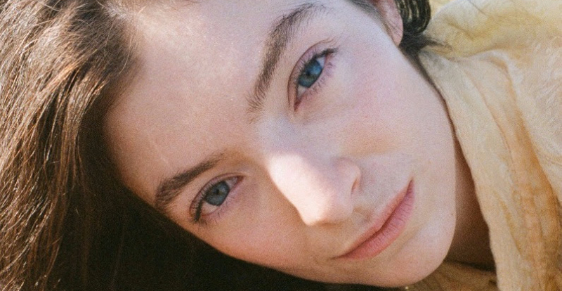 Lorde offers up 'Mood Ring'