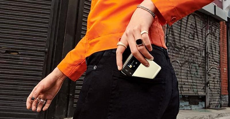 Samsung Galaxy Z Flip3: Flippin' brilliant!